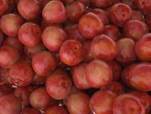 Groupe de beaucoup de pommes mûres rouges Photo stock