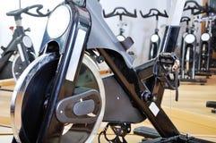 Groupe de bicyclettes de rotation Photos stock