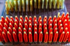 Groupe de bobines en soie avec le fil en soie rouge de fil pour tisser Machi Photo libre de droits