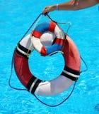 Groupe de bouée de durée sur l'eau. Photos libres de droits