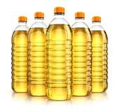 Groupe de bouteilles en plastique avec de l'huile de friture végétale Photo libre de droits