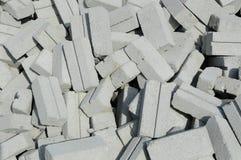 Groupe de briques blanches de sable sur le chantier de construction Photographie stock