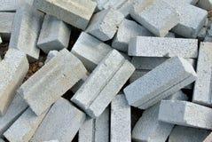 Groupe de briques blanches de sable sur le chantier de construction Photo stock
