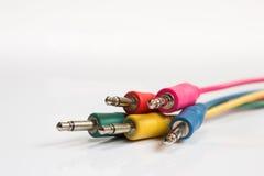 Groupe de câbles/de prises audio colorés macro Images libres de droits