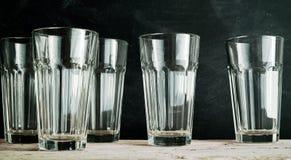 Groupe de cinq verres vides de boissons Image libre de droits