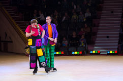 Groupe de clown d'action de cirque de Moscou sur la glace en tournées Photographie stock libre de droits