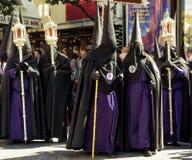 Groupe de confrérie dans la rue en Séville, Espagne image stock