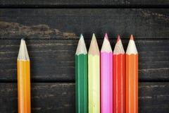 Groupe de crayon sur la table Photos libres de droits