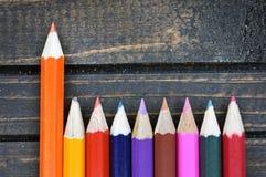 Groupe de crayon sur la table Photos stock