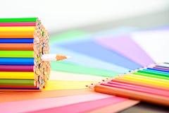 Groupe de crayons colorés pointus Photographie stock libre de droits
