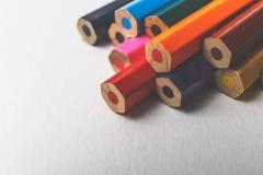 Groupe de crayons colorés sur le blanc Images libres de droits