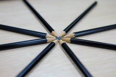 Groupe de crayons en bois noirs Photographie stock libre de droits