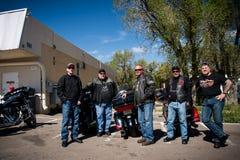 Groupe de cyclistes comme vu sur Route 66 photographie stock libre de droits