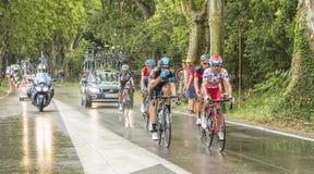 Groupe de cyclistes dans un jour pluvieux Images libres de droits