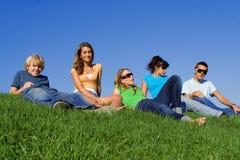 Groupe de détente d'années de l'adolescence