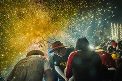 Groupe de danse de diables sur le rendement de Correfoc Photo libre de droits