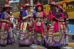 Groupe de danse de Tinkus dans Arica, Chili image stock
