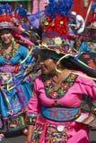 Groupe de danse de Tinkus dans Arica, Chili photo stock