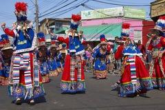 Groupe de danse de Tinkus dans Arica, Chili image libre de droits