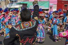 Groupe de danse de Tinkus dans Arica, Chili photos stock