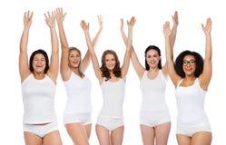 Groupe de différentes femmes heureuses célébrant la victoire Images stock