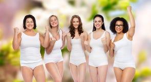 Groupe de différentes femmes heureuses célébrant la victoire Images libres de droits