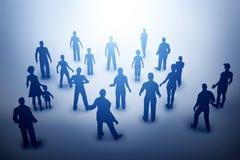 Groupe de diverses personnes regardant vers la lumière, avenir Image libre de droits