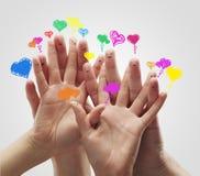 Groupe de doigt avec des bulles de la parole de coeur d'amour Photographie stock libre de droits