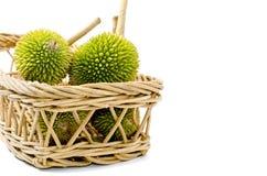 Groupe de durian sur le panier de rotin Images stock