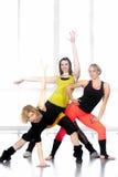 Groupe de femelles modernes gaies de danseur Photo libre de droits