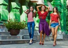 Groupe de femmes sur la rue de ville Photo libre de droits