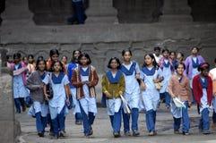 Groupe de filles chez Ellora, Inde Photographie stock