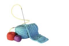 Groupe de fils et d'aiguilles pour le tricotage Photographie stock libre de droits