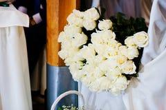 Groupe de fleurs, bouquet de 101 roses blanches Photographie stock