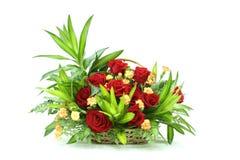 Groupe de fleurs dans un panier Photo stock