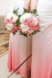 Bouquet de mariage des fleurs pour la jeune mariée Photos libres de droits