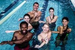 Groupe de forme physique faisant l'aérobic d'aqua Photographie stock libre de droits