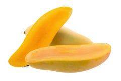 Groupe de fruit jaune doux de mangue d'isolement sur le fond blanc photo libre de droits