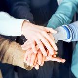 Groupe de gens d'affaires avec des mains Photos stock