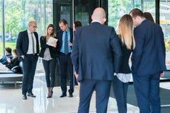 Groupe de gens d'affaires avec le chef d'homme d'affaires Photo de beh image stock