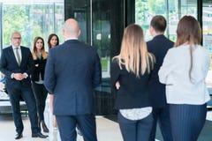 Groupe de gens d'affaires avec le chef d'homme d'affaires Photo de beh photo stock