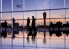 Groupe de gens d'affaires dans l'aéroport Photos stock