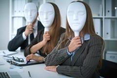 Groupe de gens d'affaires lors d'une réunion Concept négatif, manque de compréhension, manque d'accord Image libre de droits
