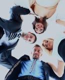 Groupe de gens d'affaires se tenant dans le petit groupe, souriant, vue d'angle faible Photos stock