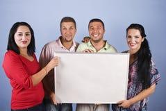 Groupe de gens retenant un panneau-réclame Photos libres de droits