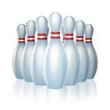 Groupe de goupilles de bowling à l'extrémité d'une allée Photos stock