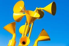 Groupe de haut-parleurs jaunes Images libres de droits