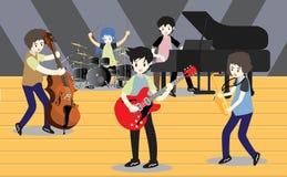 Groupe de jazz de musiciens, guitare de jeu, Saxophoneist ; trompettiste ; guitariste, batteur, guitariste solo, jazz-band de bas Images libres de droits