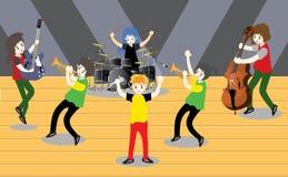 Groupe de jazz de musiciens, guitare de jeu, Saxophoneist ; trompettiste ; guitariste, batteur, guitariste solo, jazz-band de bas Images stock