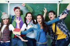 Groupe de jeunes étudiants heureux Photos libres de droits